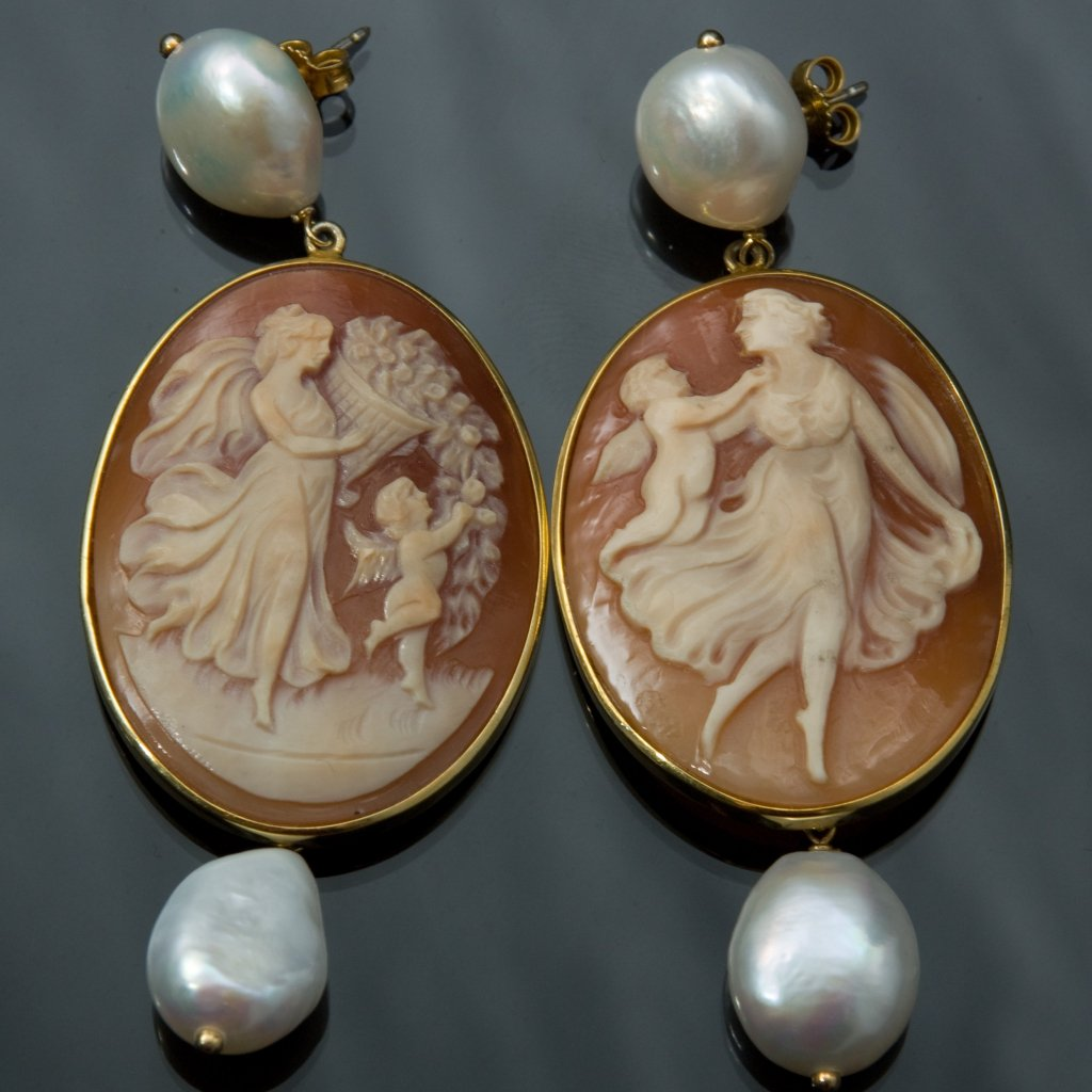 Shell cameo and pearl earrings